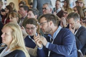 Generationsübergreifende Teamarbeit: Ann-Kathrin Büüsker, Deutschlandfunk, und der Autor beim Crossmediatag Leipzig (Foto: Crossmediatag, Marcus Brodt)